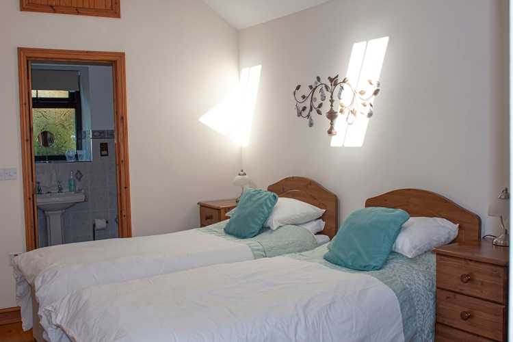 The Tamar Room at Forda Farm can either be a large double or split into two singles.